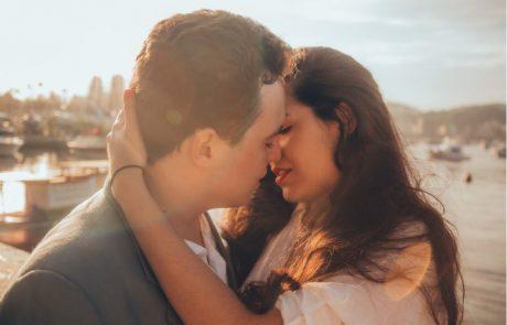 נשיקה צרפתית – להיתקע בלי נשיקה בסילבסטר